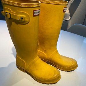 Used yellow Hunter rain boots